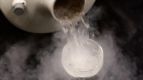 به چه صورت نیتروژن مایع را تخلیه کنیم ؟
